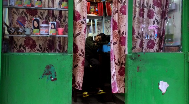 Boy at rest, somewhere on the way to Darjeeling